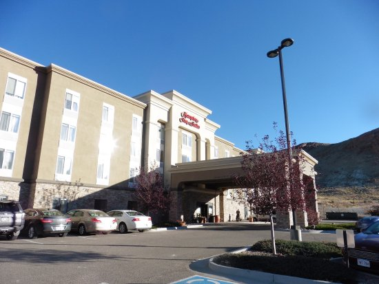 Hampton Inn & Suites Green River: Front of Hotel