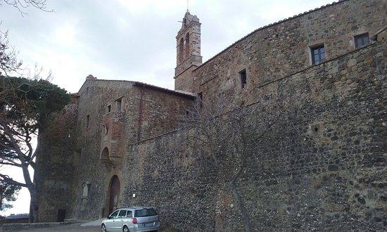 """Pienza, Włochy: """"Grancia di Castelluccio"""": front view"""