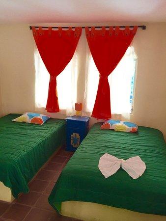 Hotel Caleta Azul: Habitacion de bungalow pequeño