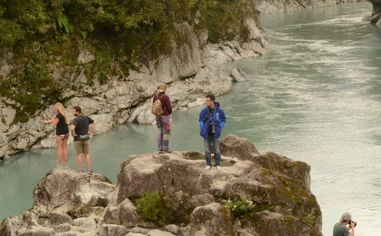 Hokitika, New Zealand: At the river edge - dare to dive in !