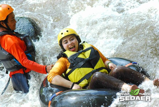 Republik A Sedaer River Tubing