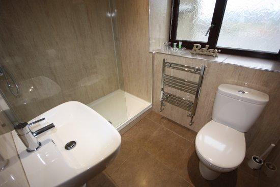 The Strathmore: Room 5 Luxury King Bathroom