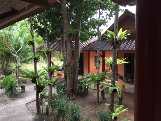 Lanta Pearl Beach Resort: Pearl Beach resort! Super place, just a few steps from the beach