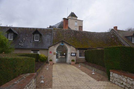 Ouchamps, فرنسا: Une entrée qui inspire déjà la quiétude!