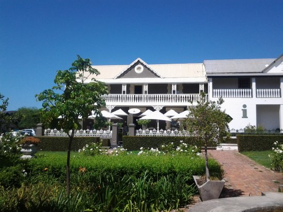 Bredasdorp Square Eat Sleep Shop: Road frontage with lovely garden