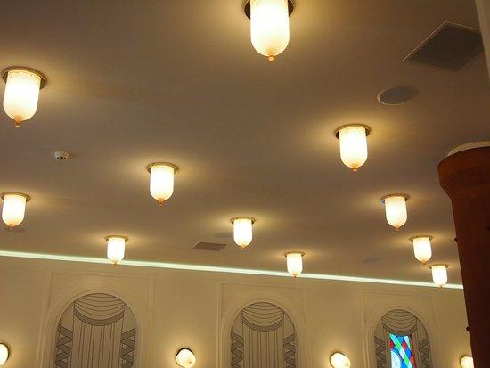 Groningen, The Netherlands: Een zaal met apparte lampen