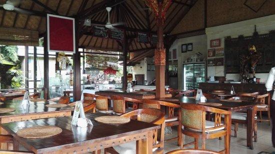 Tirta Ayu Restaurant , The Water Palace , Tirtagangga: az étterem egy része