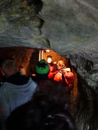 Haute-Autriche, Autriche : Walking into the cave