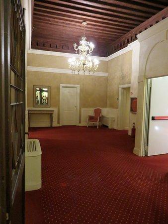 Duodo Palace Hotel: Couloir du 2eme étage