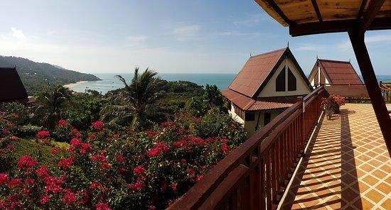 โรงแรมบ้านกันเที่ยง ซี: View of the bay from the veranda