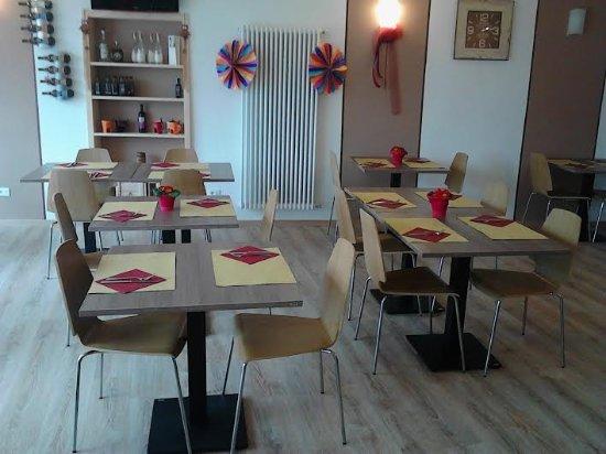 Roncegno Terme, İtalya: alcuni tavoli