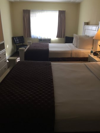 Hollywood Celebrity Hotel: Room 105 2 queen beds
