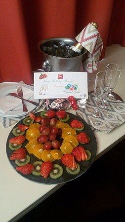 โรงแรมไอบิสวีน มารีอาอิลฟ์: Birthday present for my Mommy! :)