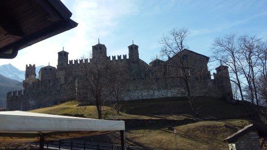 Fenis, อิตาลี: TA_IMG_20170225_140835_large.jpg