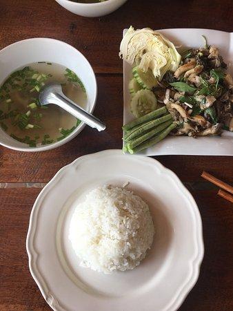 Champasak, Λάος: Mushroom laab