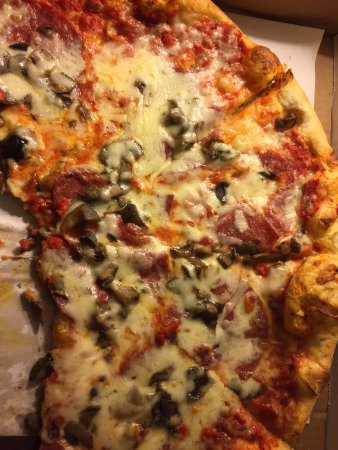 Old Greenwich, CT: pizza
