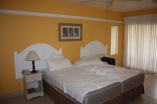 Rooms: Picture Of Coconut Court Beach Hotel
