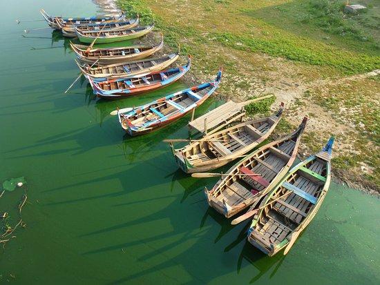 جسر يو بن: Boote im Müllsee