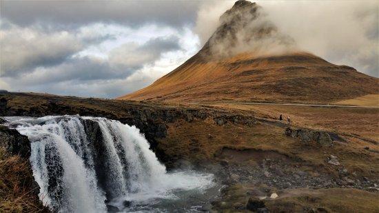 Grundarfjorour, Ισλανδία: Kirkjufell waterfall and mountain