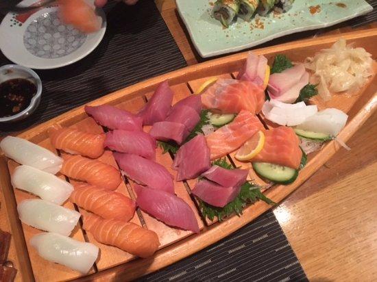 Kiku : Sushi and Sashimi boat - great portions