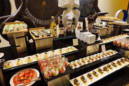 Jumeirah Al Qasr at Madinat Jumeirah: Dinner buffet