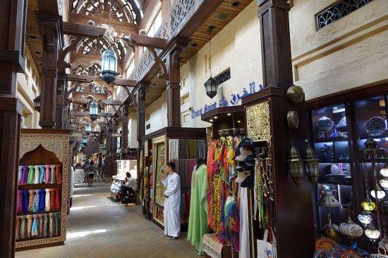 Jumeirah Al Qasr at Madinat Jumeirah: Overpriced trade trap area