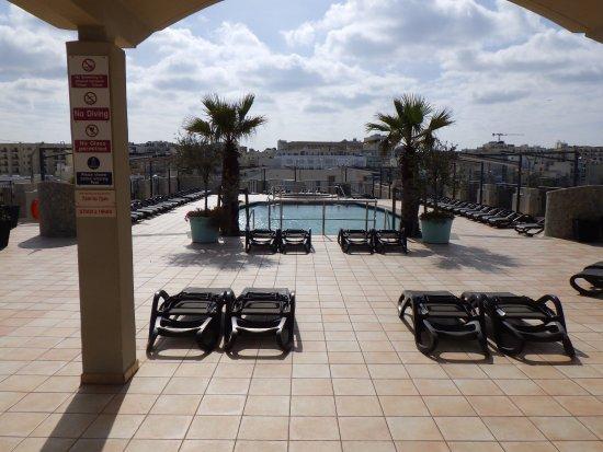 Le Meridien St. Julians : 屋上のプール