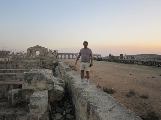 Ruïnes van Jerash: Более чем километровый ипподром греко-римского периода
