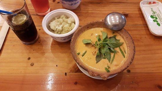 Coriander Thai Cuisine: Red curry