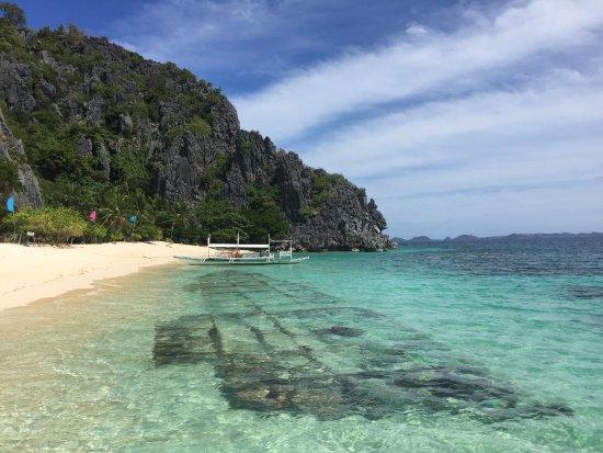 Busuanga Island, Filippinerne: bateau echoué sous l'eau.