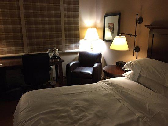 Herndon, VA: Corner and soft lighting