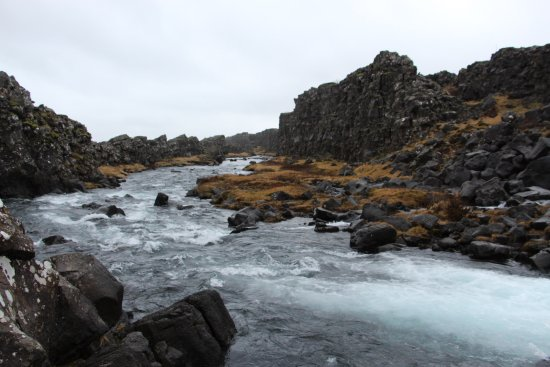 Thingvellir, Island: from Oxarafos waterfall along the Almannagja fissure
