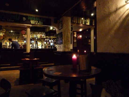 a room in the west end and Teuchters bar: Nel pub