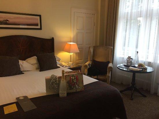 Sunninghill, UK: Lovely room