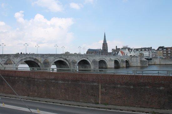 Saint Servaasbridge: Мост
