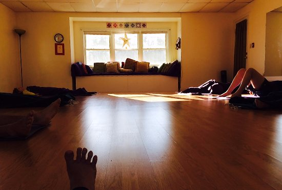 Hampstead, Nueva Hampshire: Come practice yoga at a safe and friendly studio