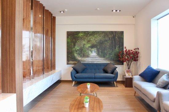 Habitat Hotel: Lobby