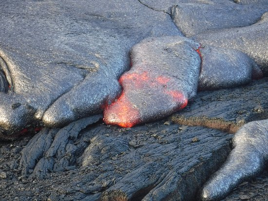 Pahoa, Hawái: Surface flow up close and personal. It was toasty!
