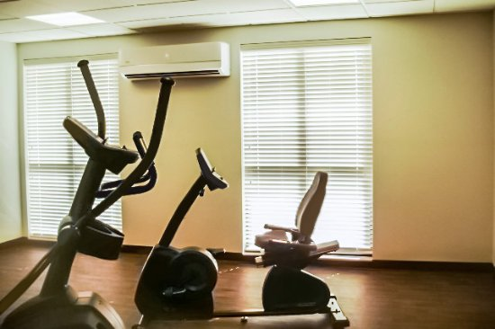 Columbia, KY: Exercise room with elliptical, bike, treadmill, bench, and medicine balls