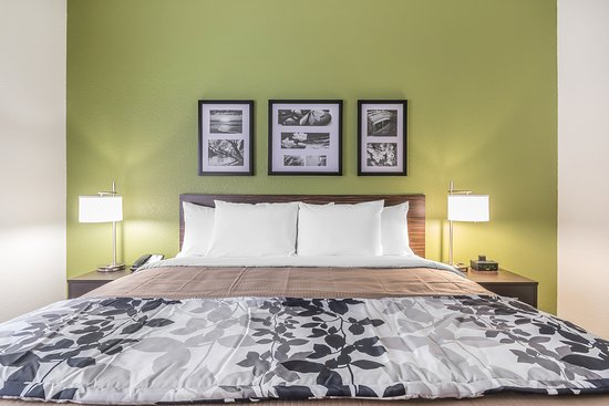 Columbia, KY: Large King bed