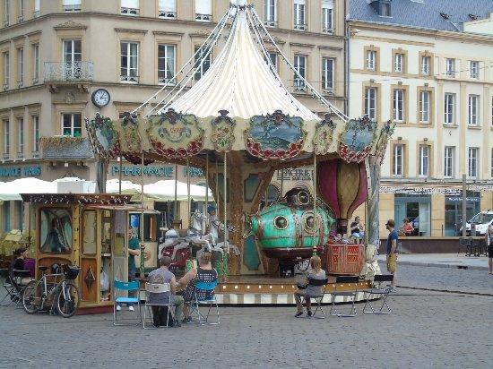 Place Saint-Louis : manège