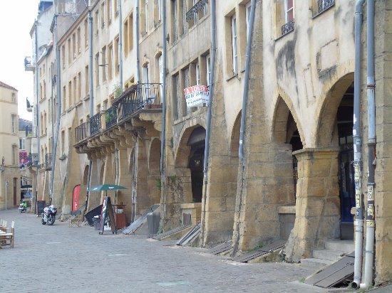 Place Saint-Louis : façades
