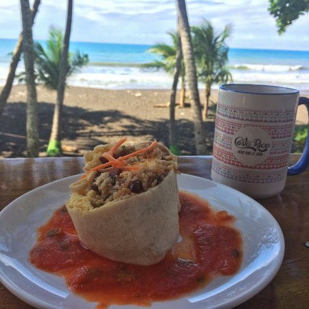 Vida Hermosa Bar & Restaurante: Surfer Burrito, Amazing Views, and the perfect ocean breeze