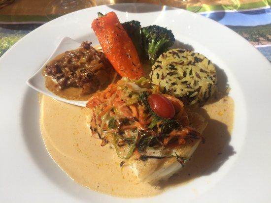 Cessenon-sur-Orb, فرنسا: Colin sauce poisson vin blanc, mélange de riz, et petits légumes