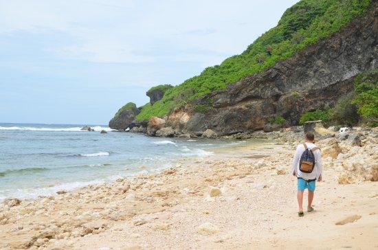 Nyang-nyang Beach: В поисках тени под деревом