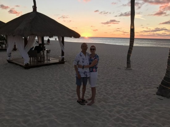Bucuti & Tara Beach Resort Aruba: Sunset by beach cabana