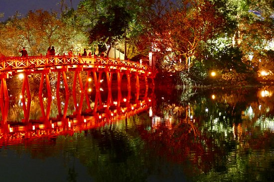 Lake of the Restored Sword (Hoan Kiem Lake)
