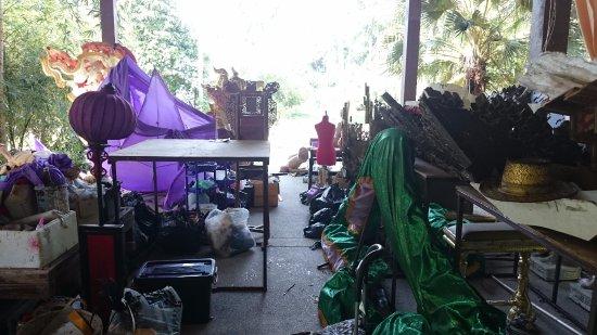Lipa Noi, Tajlandia: The inside