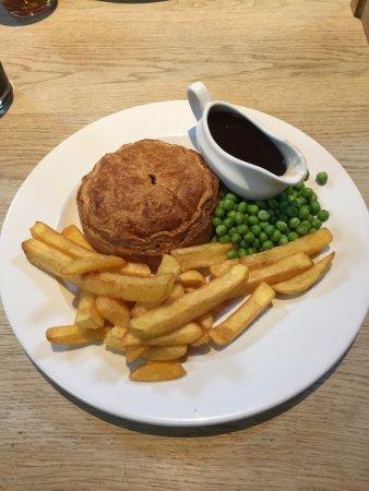 ดาเวนทรี, UK: Chicken, Gammon and Mustard pie