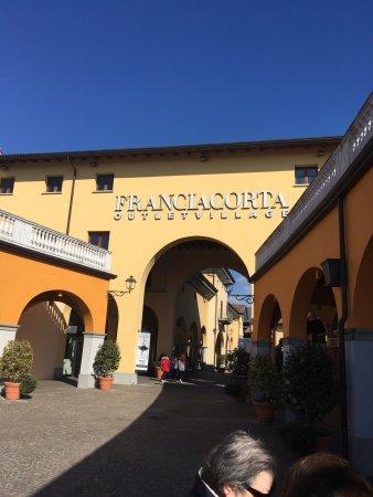 innovative design 71af7 eca0f Franciacorta Outlet Village - Picture of Franciacorta Outlet ...